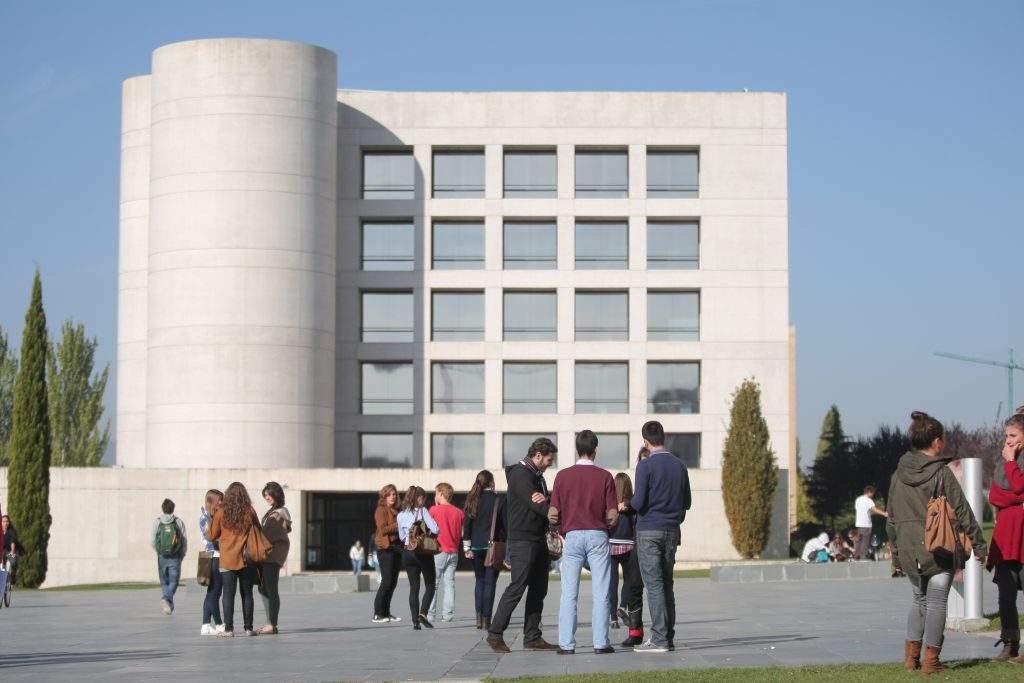 biblioteca de la universidad de navarra pamplona