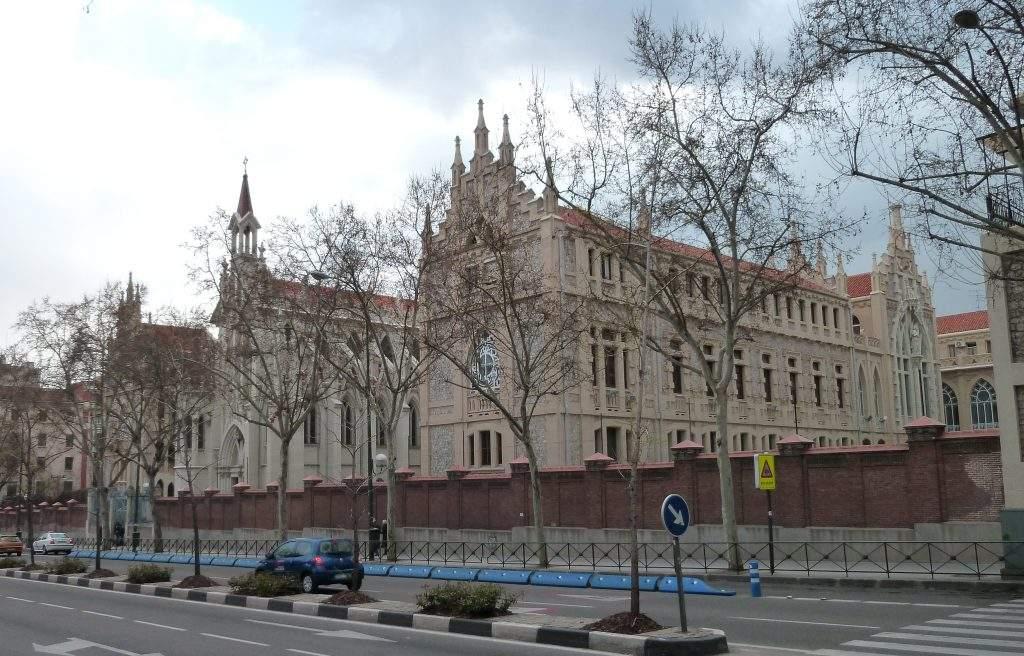 capilla de hermandades del trabajo barrio del pilar madrid 1
