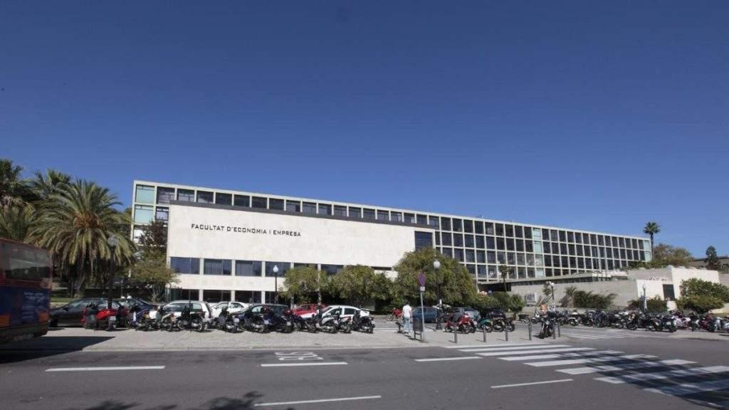 capilla de la facultat deconomia i empresa universitat de barcelona barcelona 1