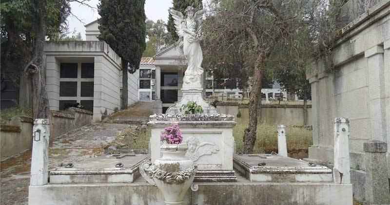 capilla del cementerio caceres