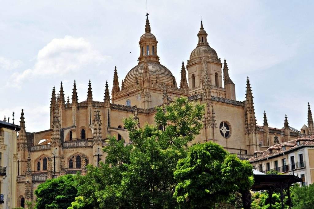 catedral de nuestra senora de la asuncion y san frutos segovia