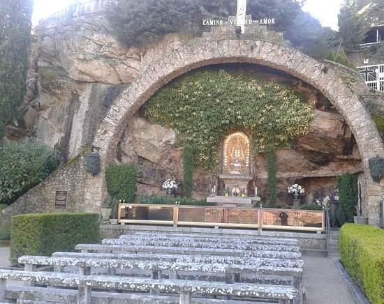 gruta de nuestra senora de begona miraflores de la sierra
