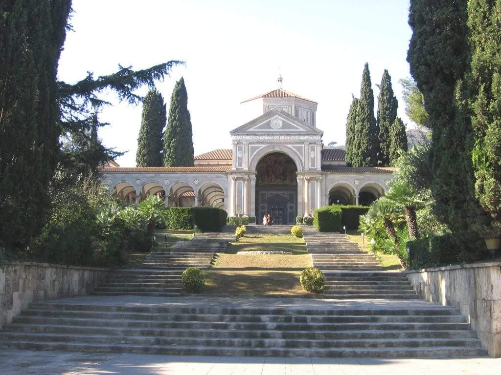 iglesia de maria reina olot